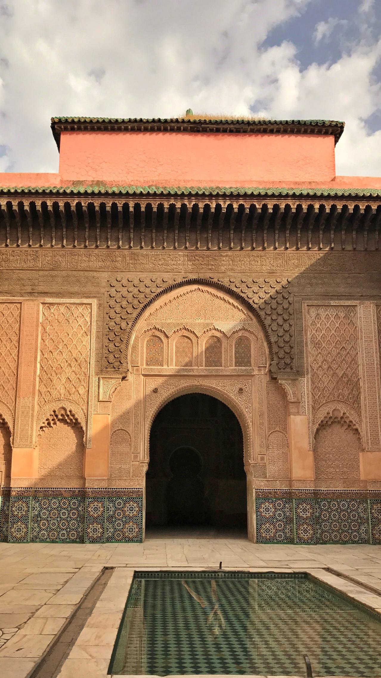 Patio central de la madraza Ben Yousseff en Marrakech