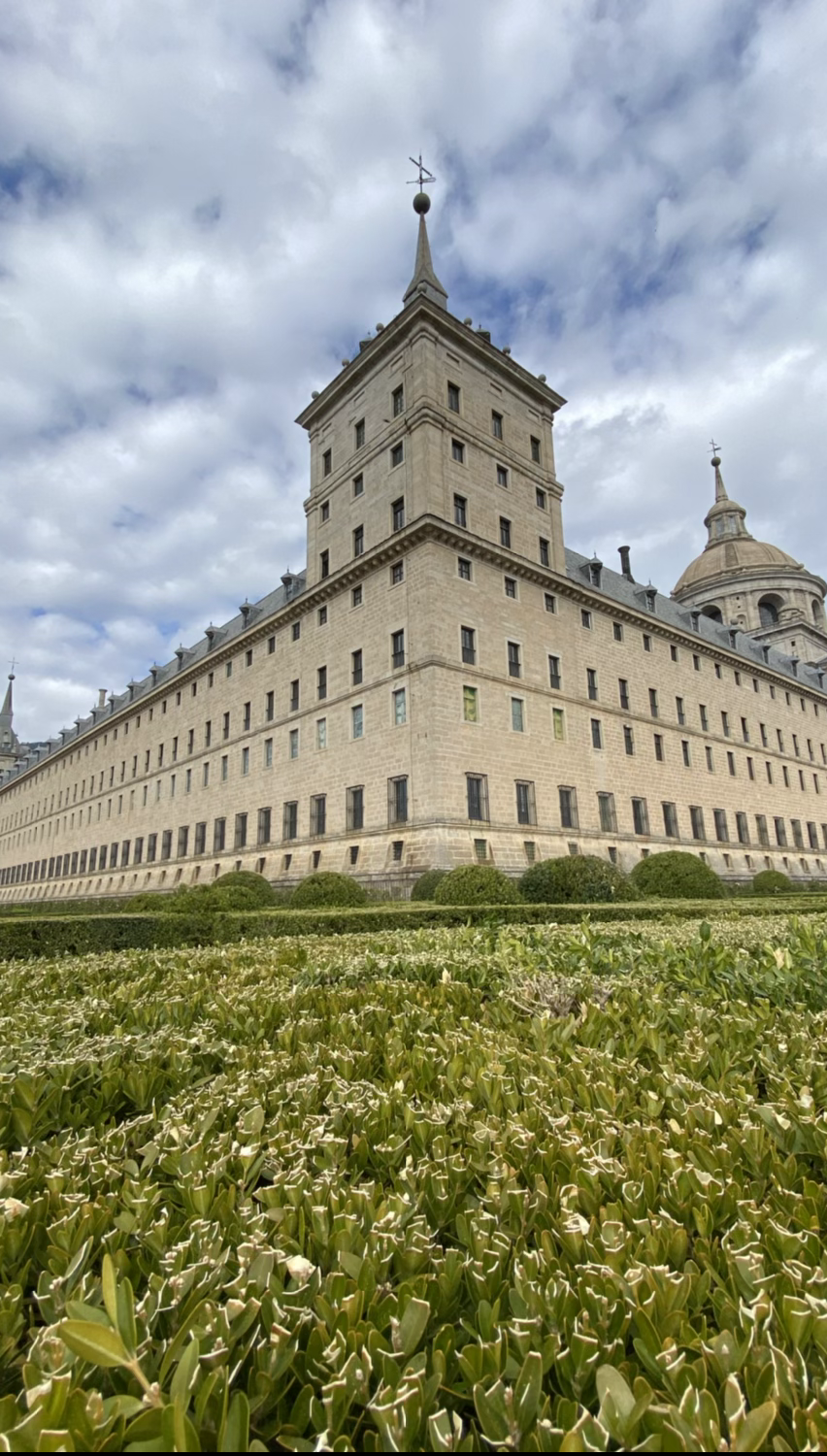 Contrapicado del edificio del Escorial