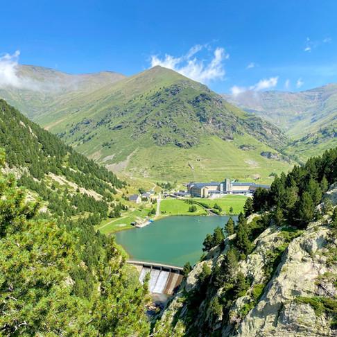 Vall de Nuria, 10 imágenes para enamorarte de este rincón del Pirineo catalán (con coordenadas GPS)