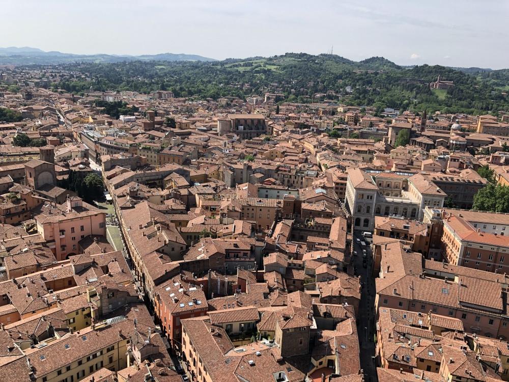 Tejados de las casas de la ciudad de Bolonia vistos desde Asinelli