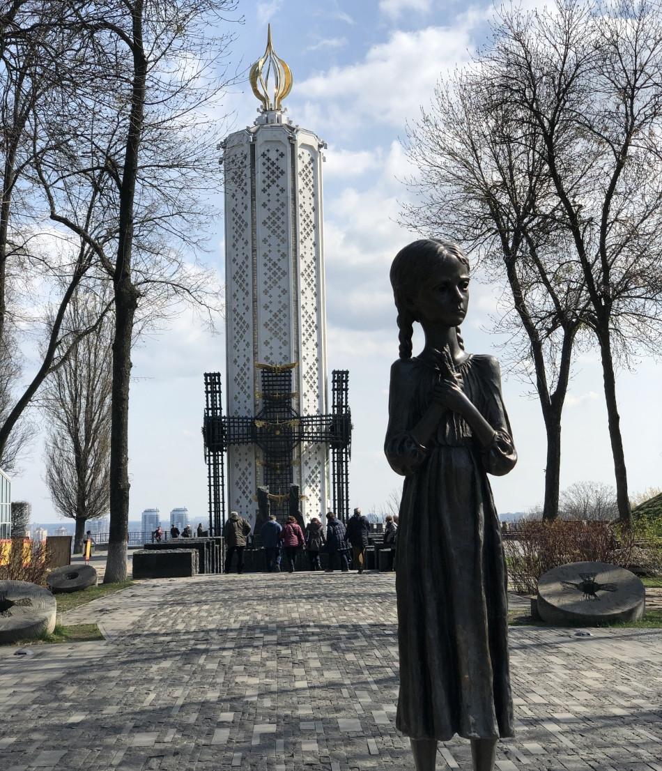 Memorial-Holodomor-Kiev
