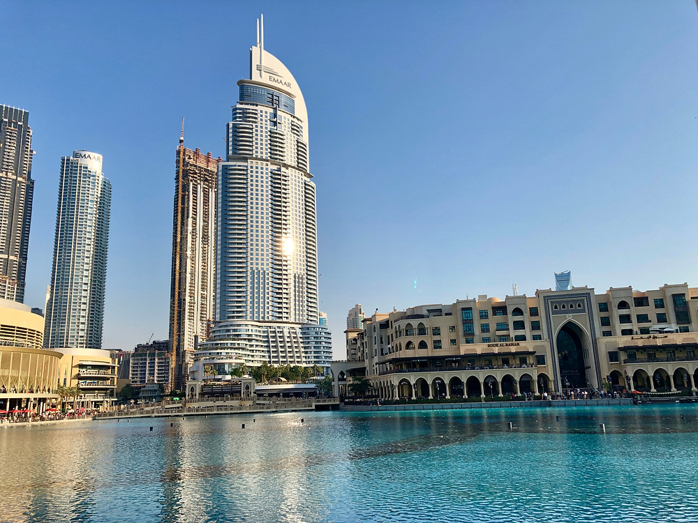 Piscina de las 'magic fountains' del Burj Khalifa
