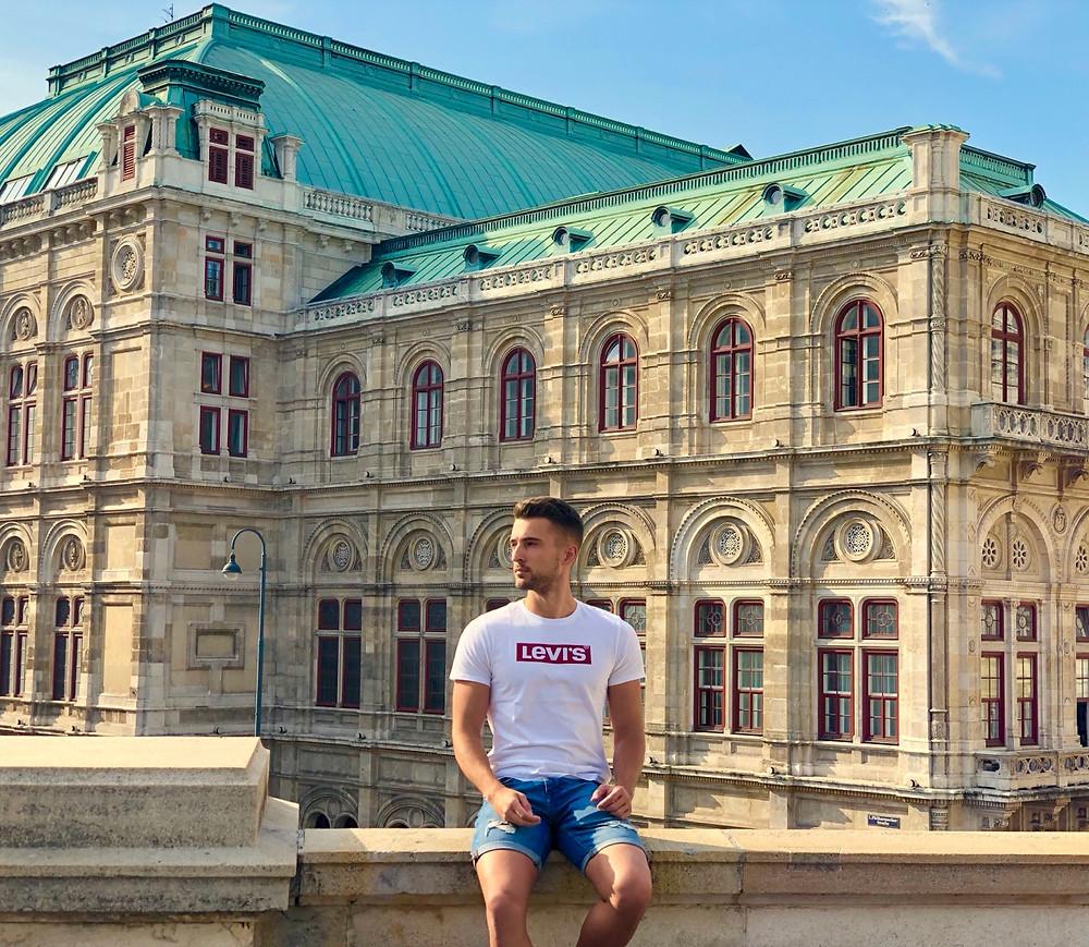 Yo en la Opera de Viena