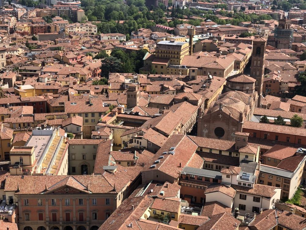Basilica San Giacomo Maggiore vista desde Asinelli
