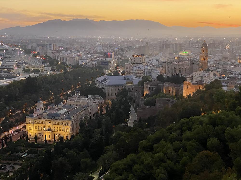 Vista panoramica de Malaga desde Gibralfaro de noche