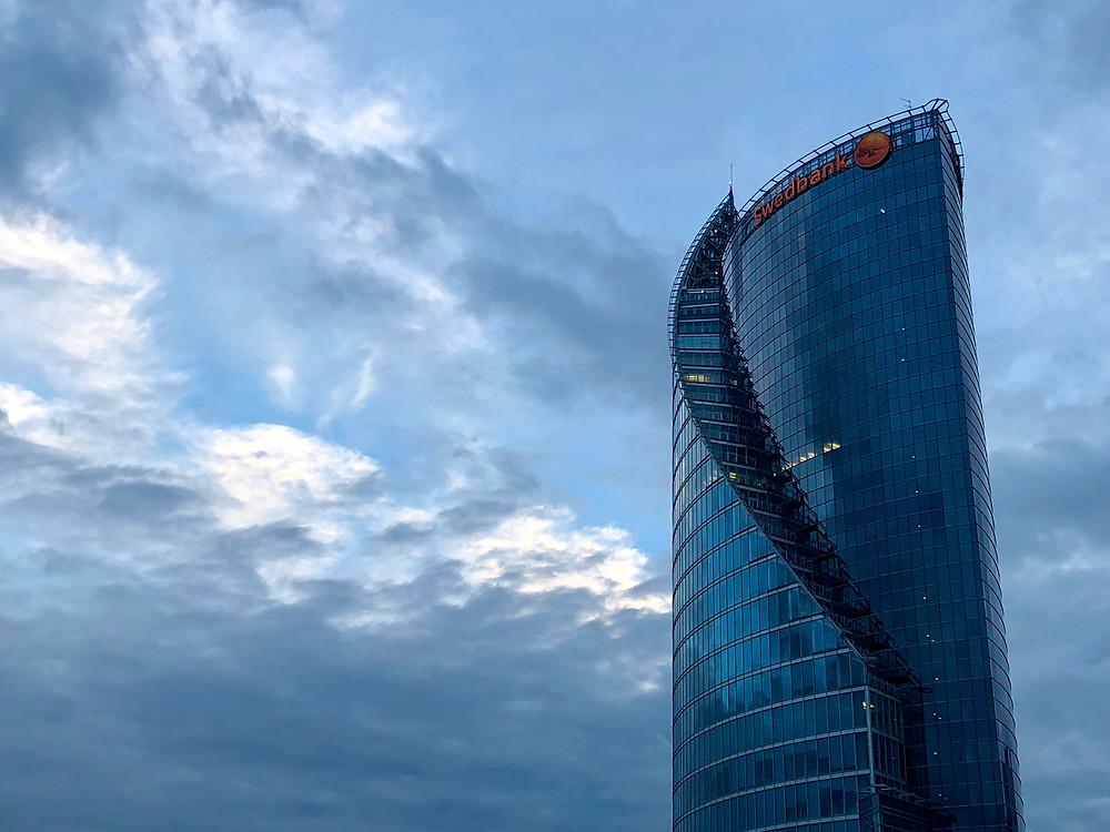 Rascacielos Swedbank en Riga
