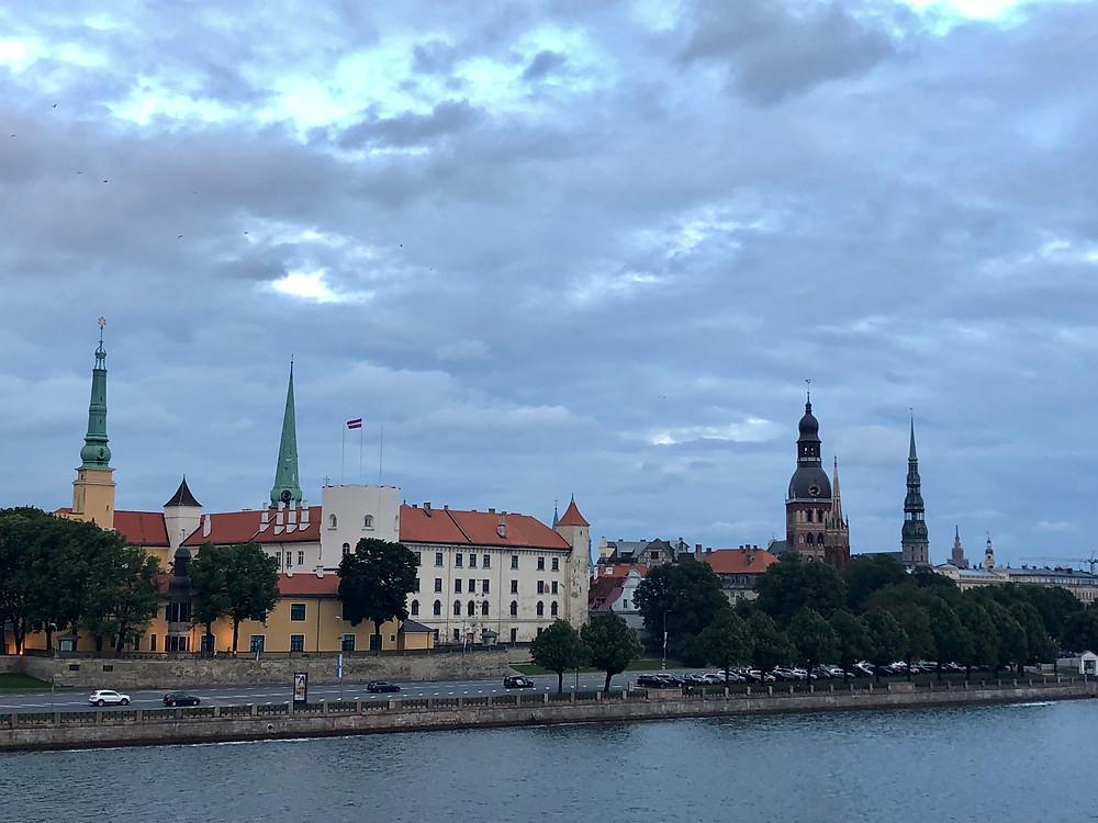 Panorámica de Riga desde el puente de Vansu