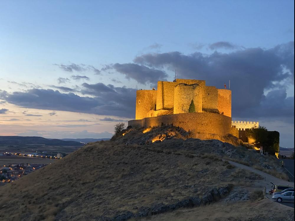 Castillo de la Muela iluminado de noche