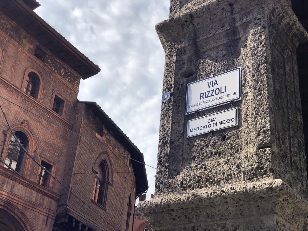 Via Rizzoli Bolonia
