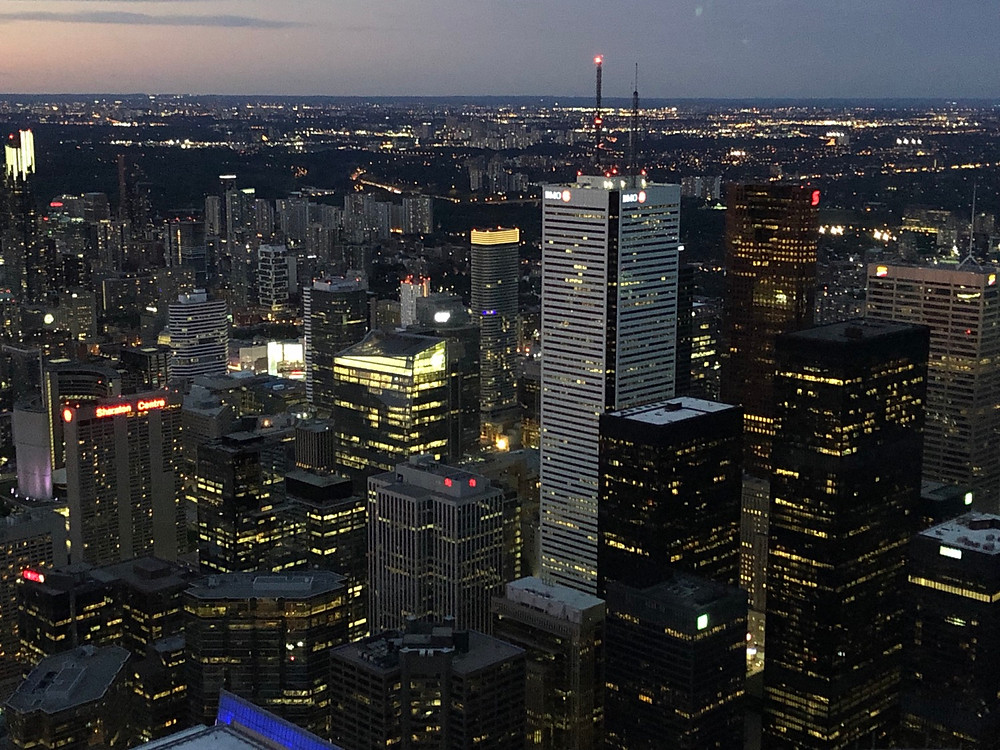 CN Tower de noche