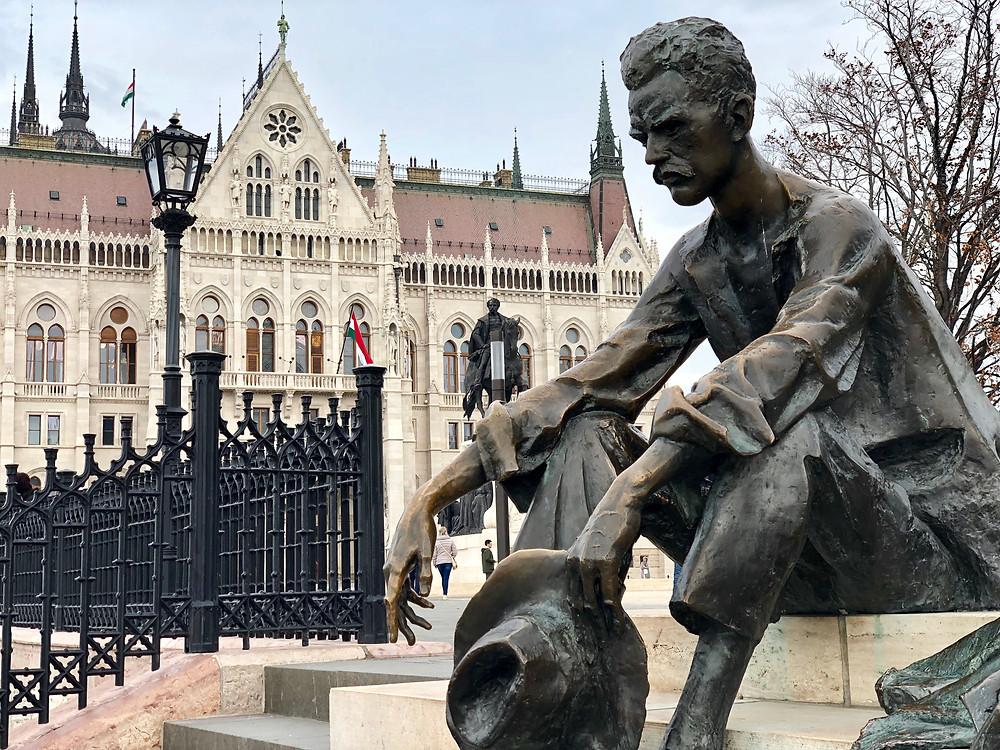 Estatua de Attila József en Budapest