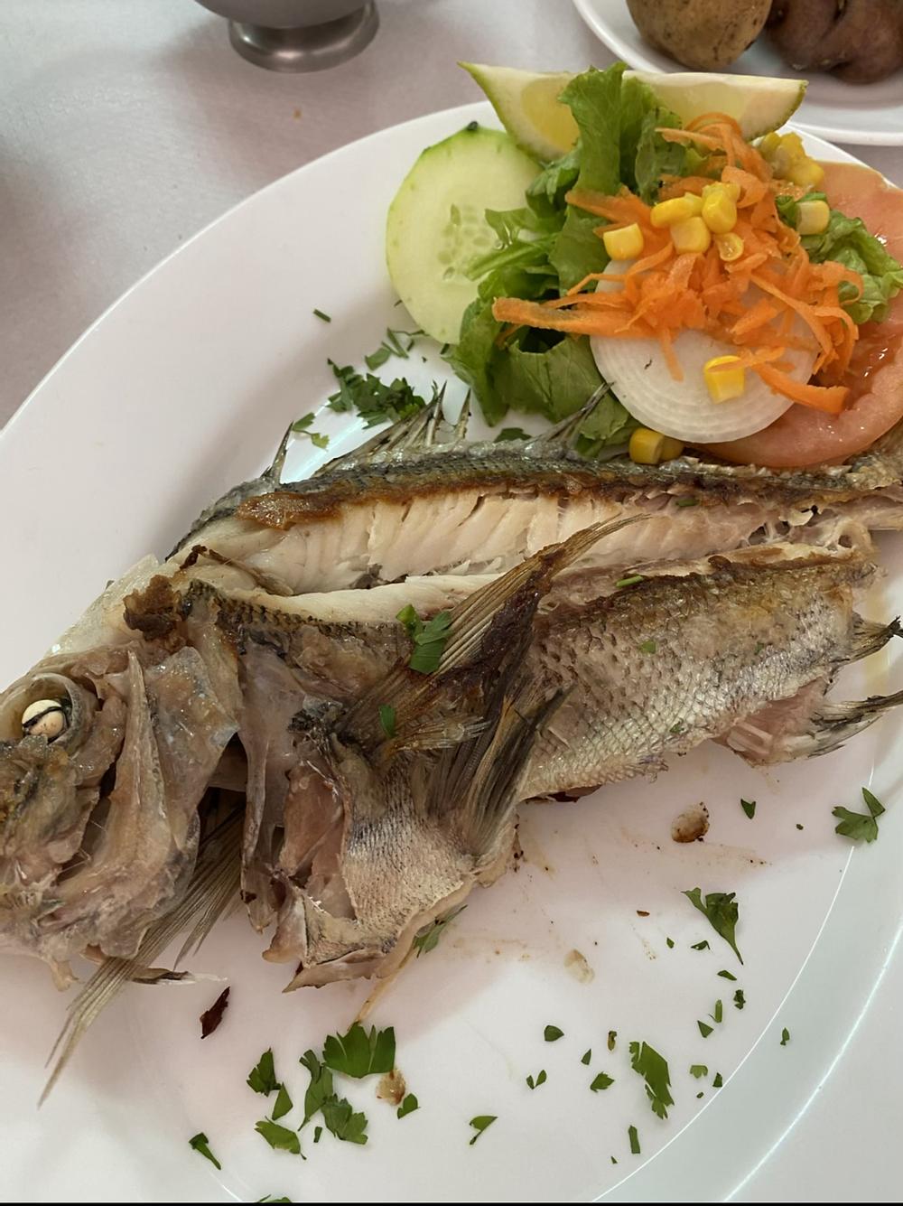Pescado del día en restaurante el Pescador