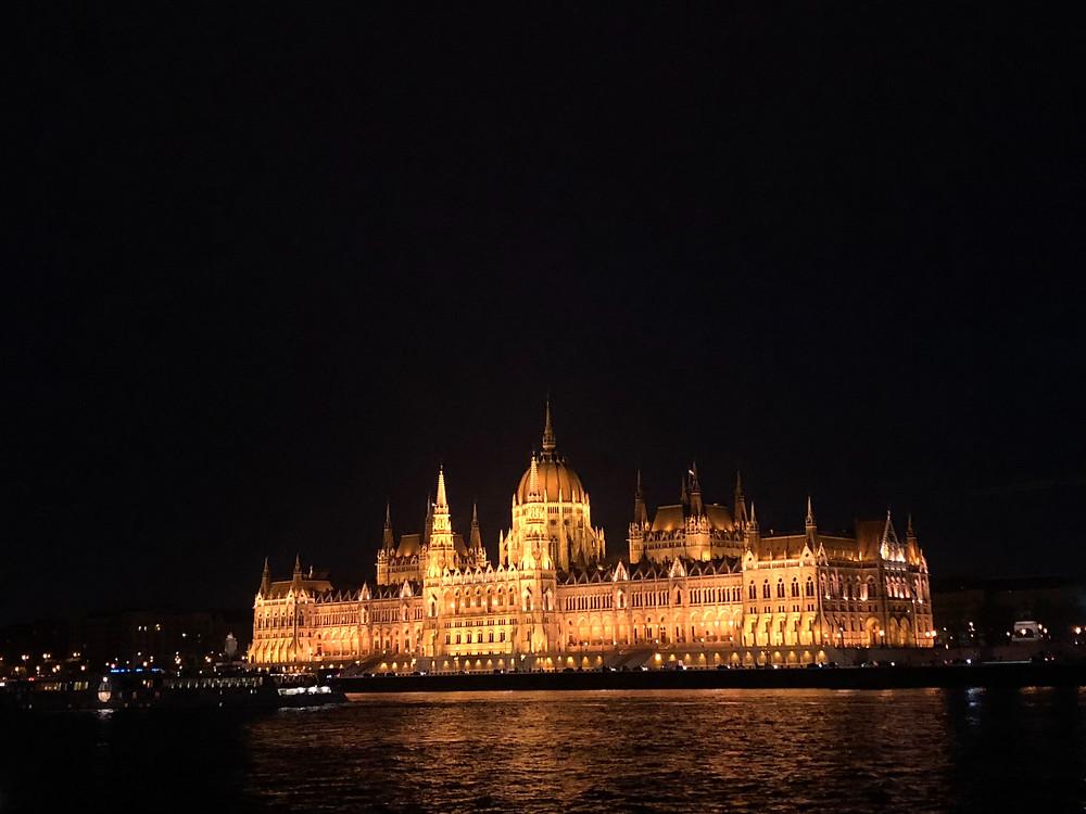 Parlamento de Budapest de noche