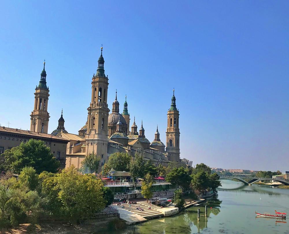 Basílica del Pilar desde el Puente de Piedra