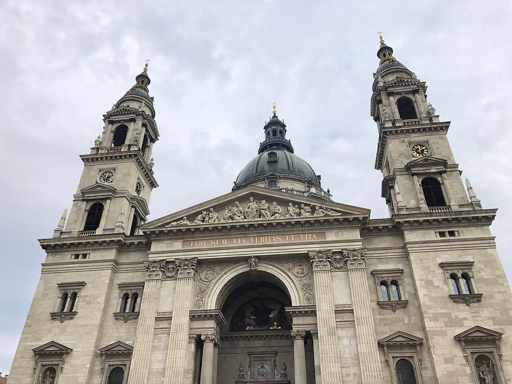 Fachada de la basílica de San Esteban de Budapest