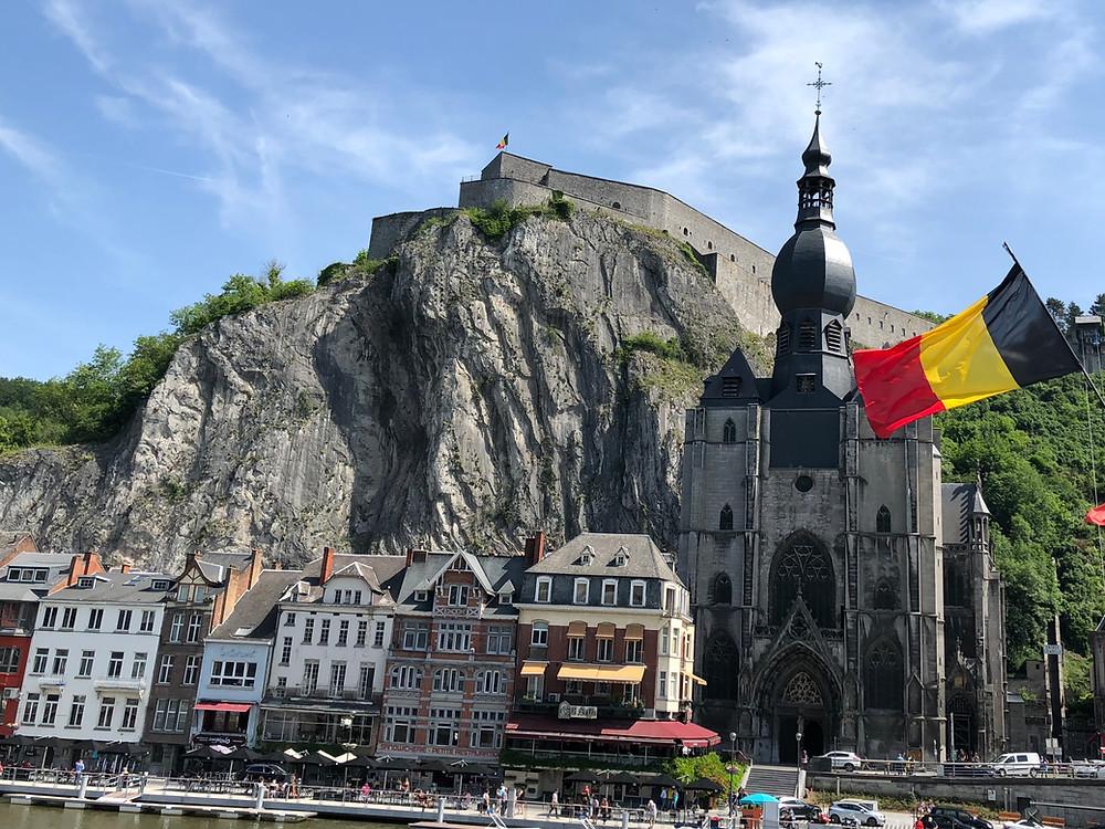 Iglesia de Dinant en Bélgica