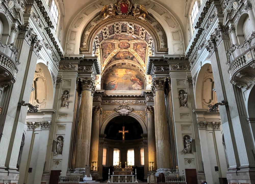 Interior de la Catedral de San Pedro de Bolonia