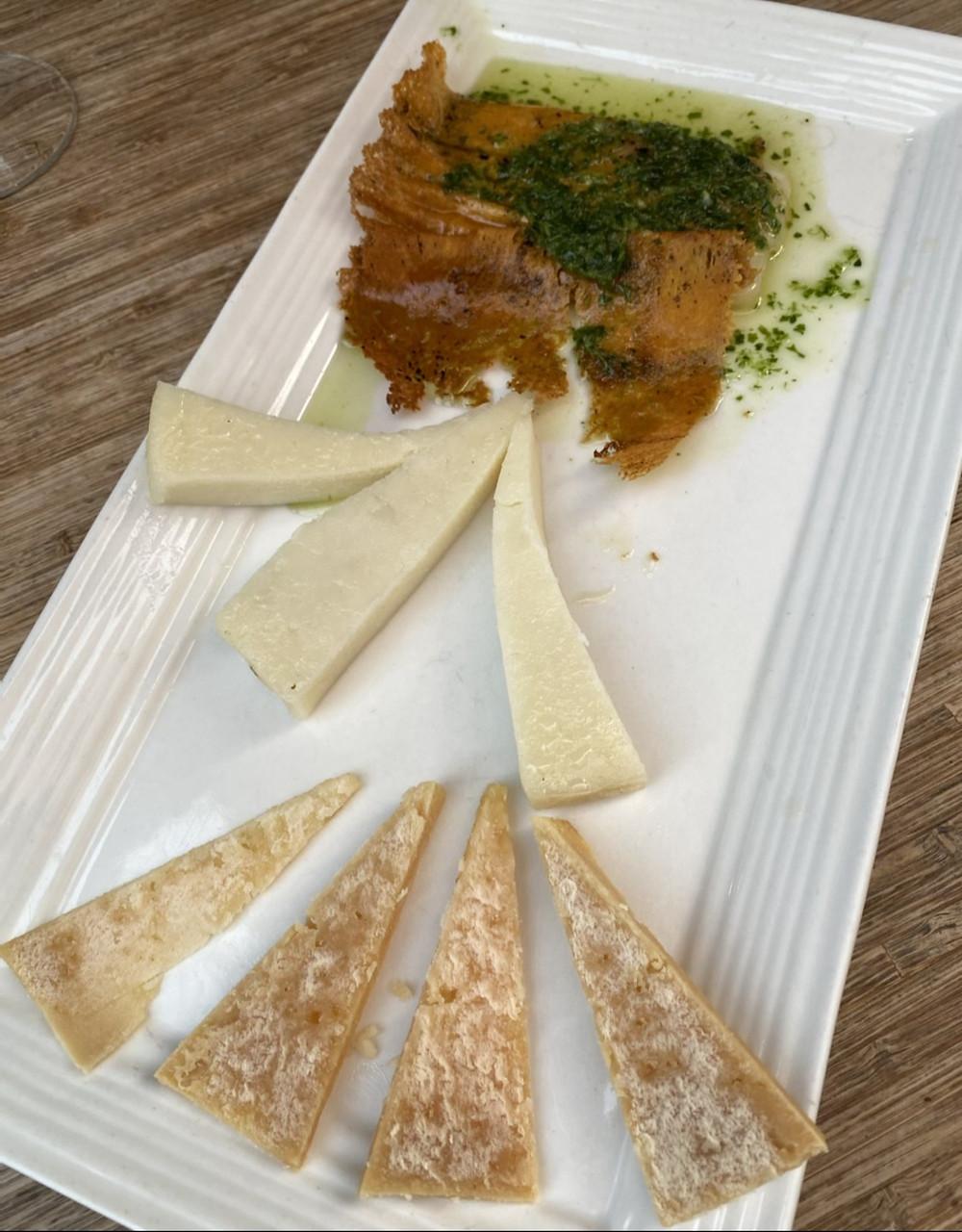 Tabla de quesos del país La Hierbita