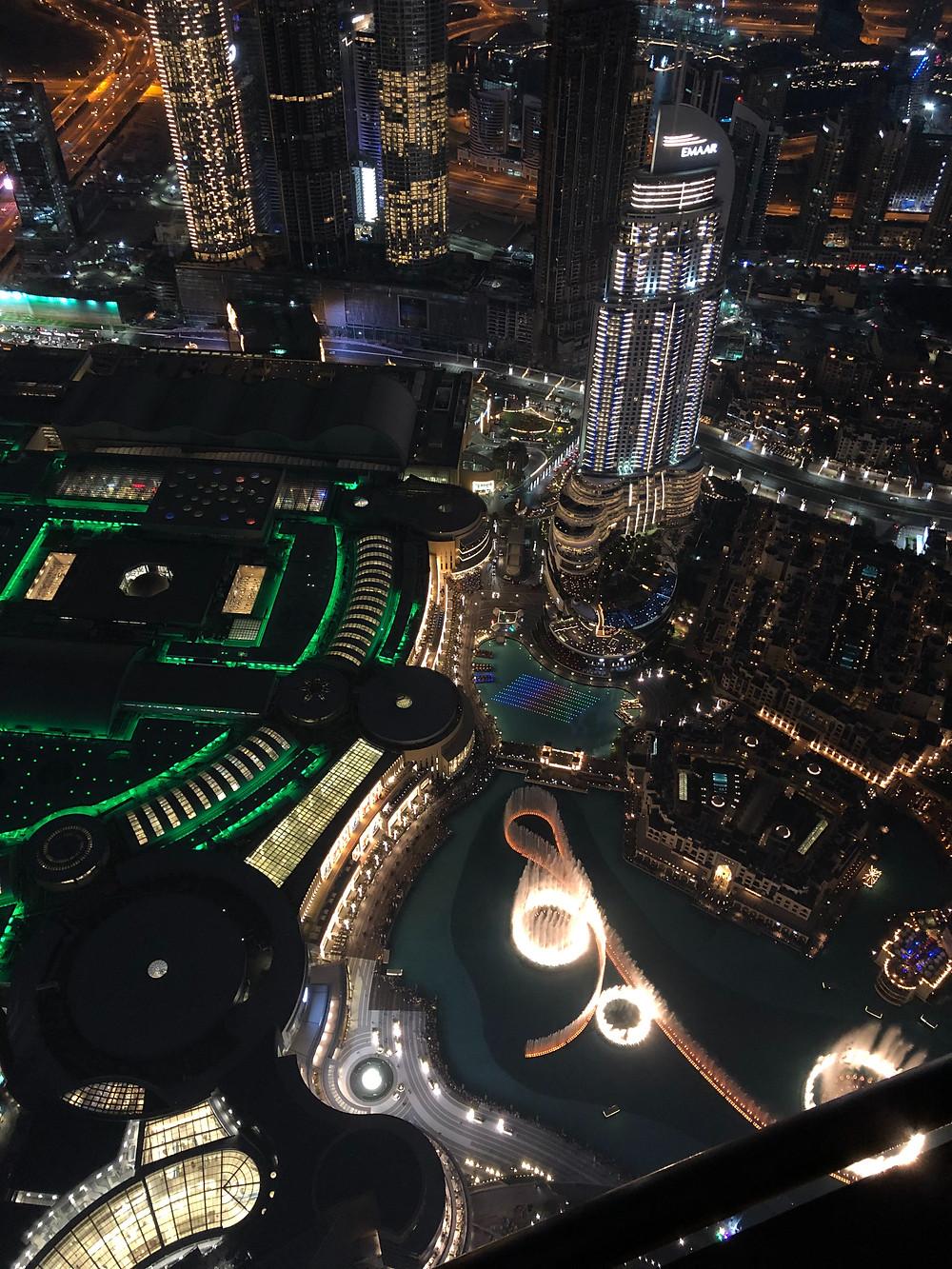 Espectáculo de la fuente mágica visto desde el Burj Khalifa