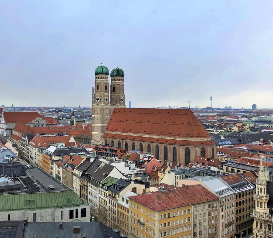 Imagen de la Catedral de Múnich y sus dos características torres