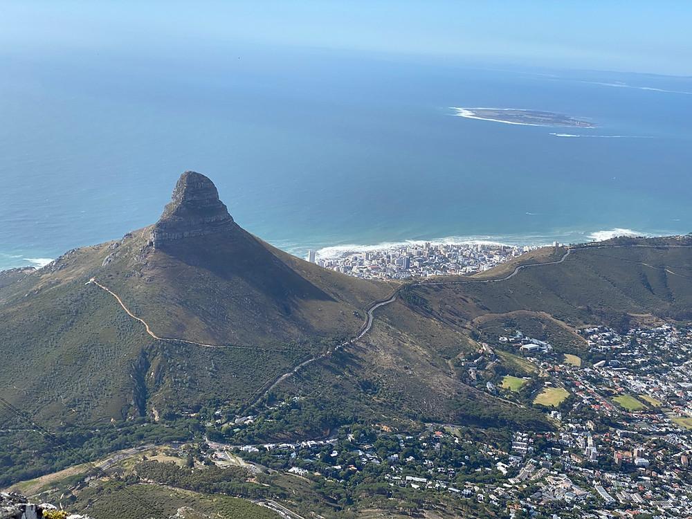 Vista de Lion's Head y Sea Point desde Table Mountain