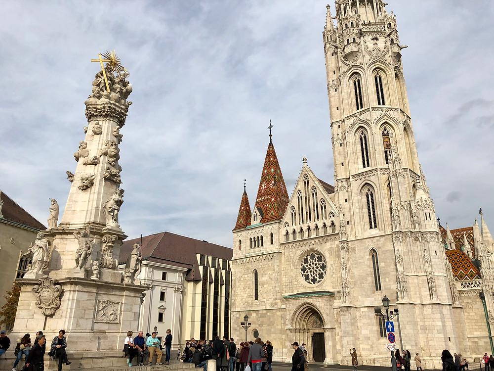 Fachada principal de la iglesia de San Matías de Budapest