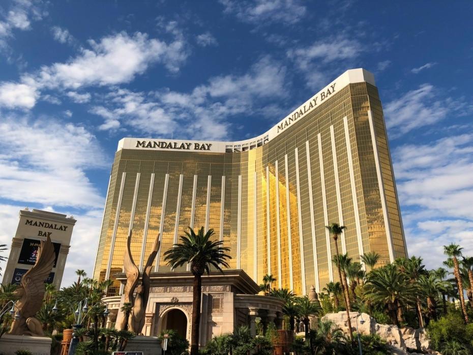 Fachada principal del resort Mandalay Bay en Las Vegas