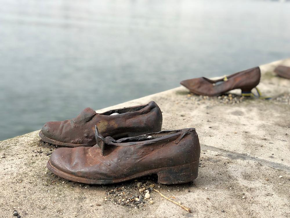 Monumento de los zapatos en el Danubio