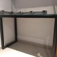 Mesa de tubo quadrado com vidro