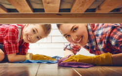 mother-daughter-cleaning-383146987