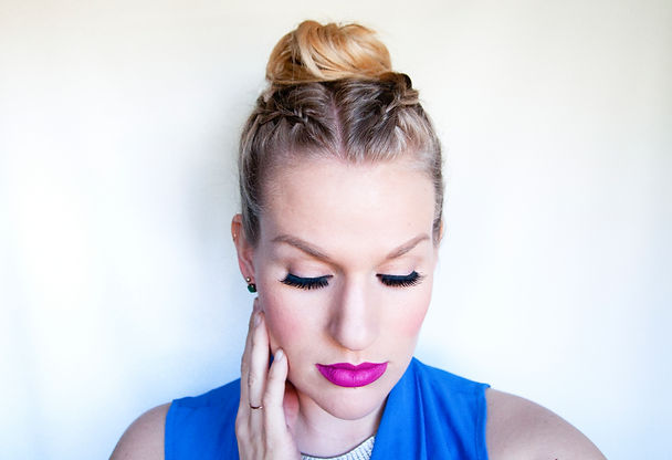 colleen conroy makeup and hair rainy day hair tips top knot with braid