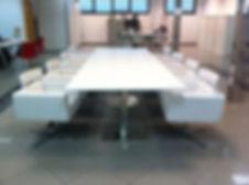 Mesa de reuniones de madera lacada