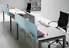Separador de cristal para mesa de oficina