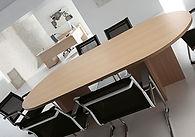 Mesa de reuniones ovalada