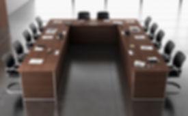 Mesa de reuniones tipo congreso con electrificación