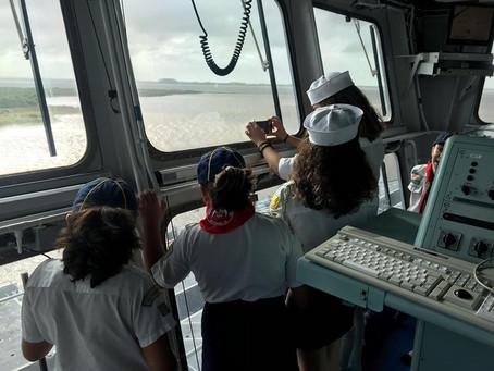 Escoteiros do Mar visitam navio da Marinha