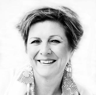 Nora Ikstena: rakstniece