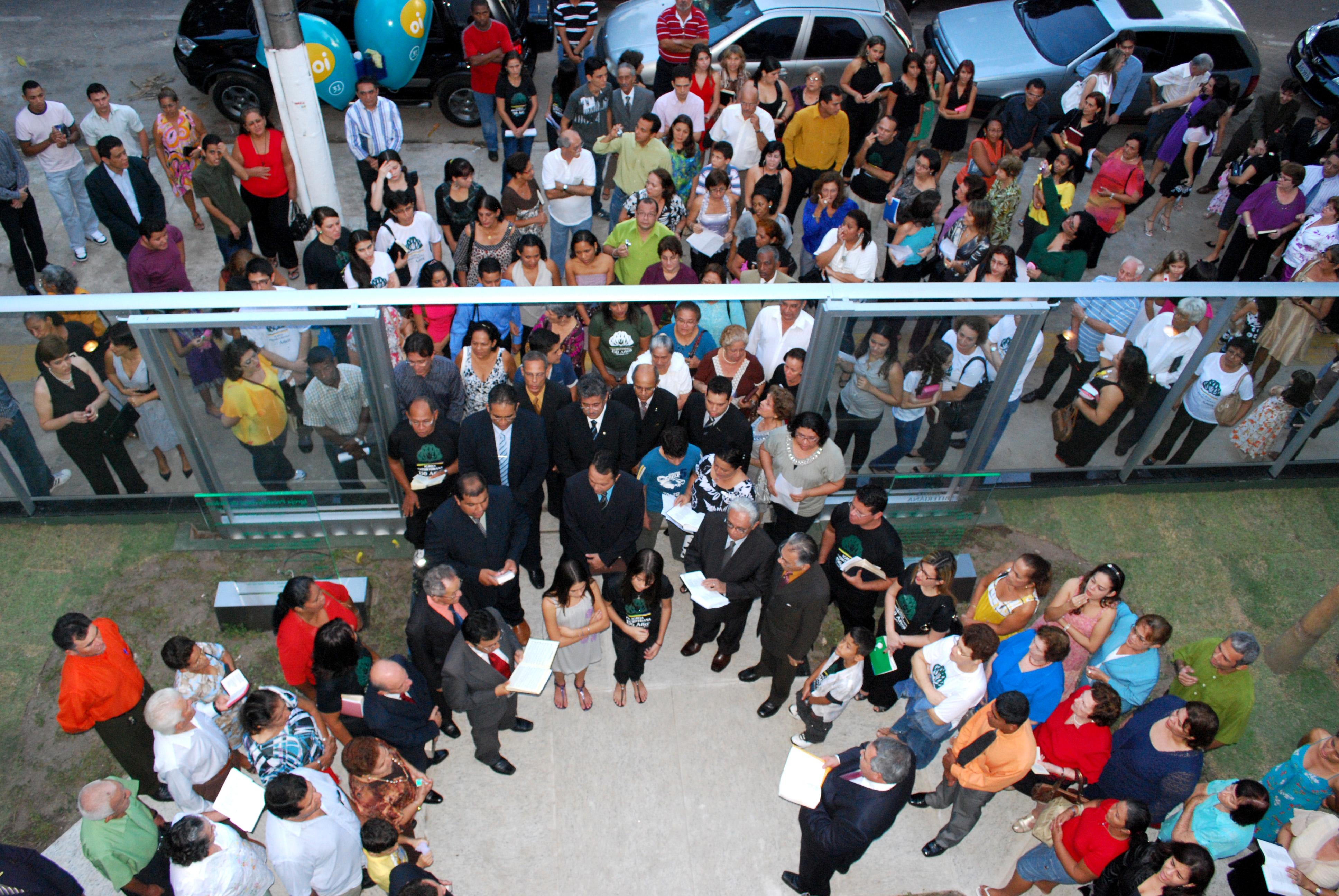 Público aguarda Inauguração