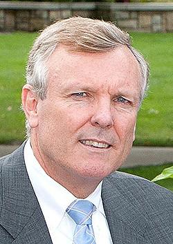 Headshot of Charter Communications CEO Tom Rutledge