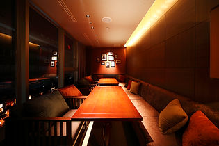 控室としても使える個室を各フロアに、2部屋ご用意