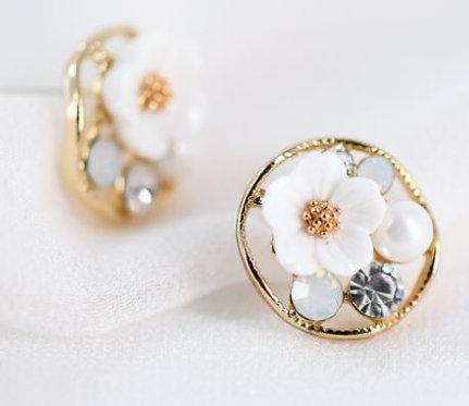 Daisy Circle Stud Earrings