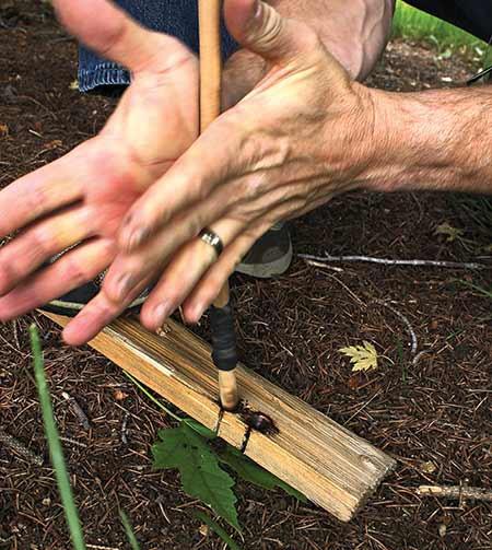 fricção com mãos e broca