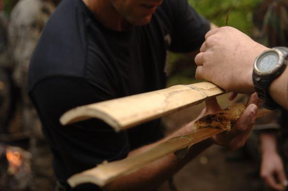 fazendo fogo com bambu