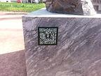 QR-Code an Denkmal.jpg
