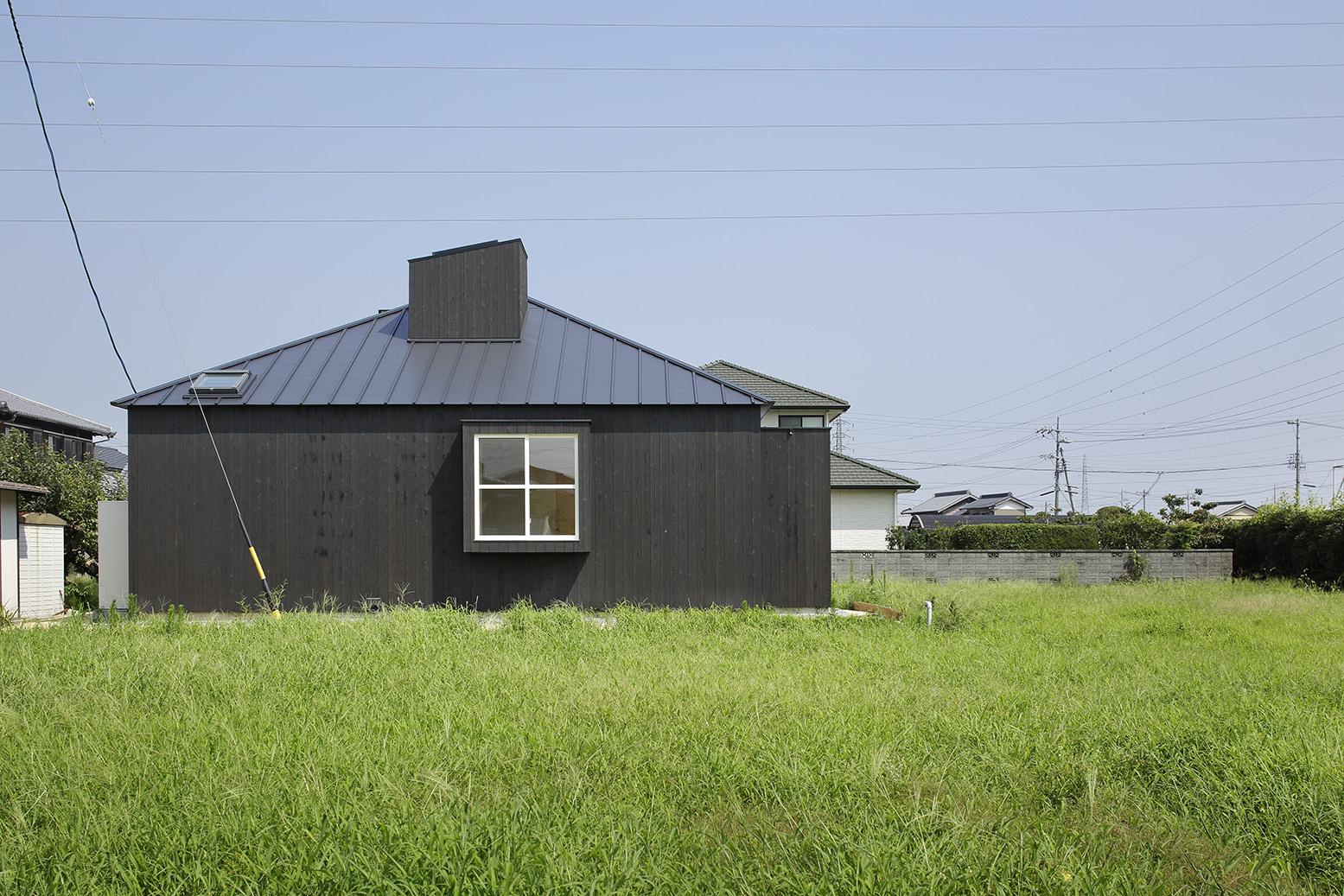 15_08_01_竣工写真(繁田諭)15_白と黒の家