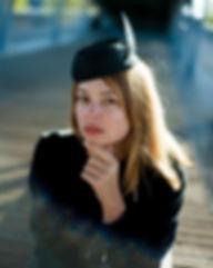 Chapeau-Noir-plume.jpg