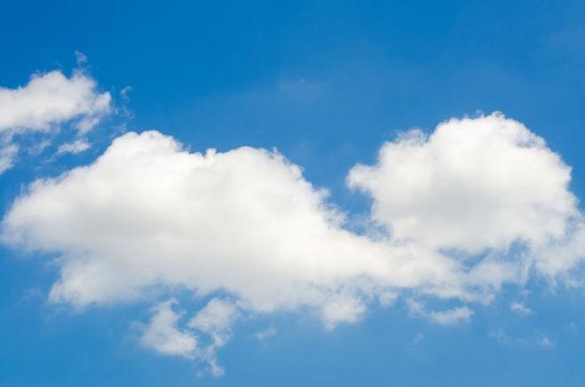 biala-chmura-na-niebie_1323-232.jpg