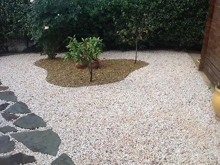 jardin extérieur elne pepignan idées moderne graviers pelouse synthétique
