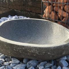 Abreuvoir en pierre basalte