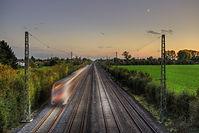 train-5674304_1920.jpg